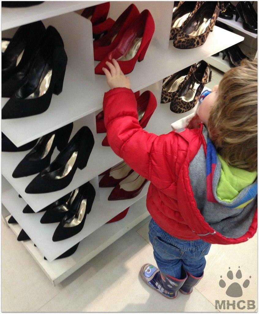 ShoesSatCap